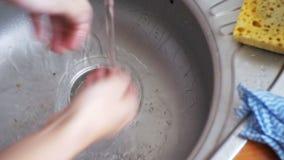 Dren de la cocina que obstruye con las partículas de la comida metrajes