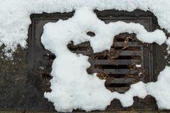 Dren estorbado nieve de la calle Fotografía de archivo libre de regalías