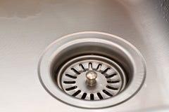 Drenagem no dissipador de cozinha Foto de Stock Royalty Free