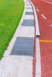 Drenaggio della pioggia nello stadio di sport immagini stock
