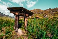 Drenaje-bien en las montañas de Altai Fotos de archivo libres de regalías