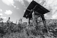 Drenaje-bien en montañas de Altai Foto de archivo