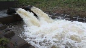 Drenaje del agua de inundación almacen de metraje de vídeo