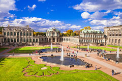 Dresde, musée célèbre de Zwinger avec de beaux jardins Images libres de droits