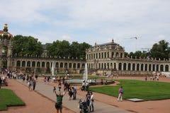 Dresden, Alemanha: 25 de agosto 2016 - Palácio famoso Der Dresdner Zwinger Art Gallery de Zwinger de Dresden, Saxrony, Alemanha Fotografia de Stock Royalty Free