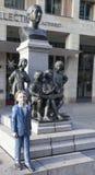 DRESDEN, ALEMANHA - 19 DE DEZEMBRO DE 2015: Foto do monumento aos meninos do coro Kreuzchor Fotos de Stock