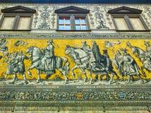 Dresden, Alemanha - 31 de dezembro de 2017: Dresden, Alemanha Georgentor e a procissão dos príncipes o primeiro do ` s da cidade fotografia de stock royalty free