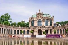 DRESDEN, ALEMANHA - EM MAIO DE 2017: Complexo do palácio e do parque de Zwinger em Dresden Dresden Art Gallery, Alemanha imagem de stock royalty free
