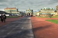 DRESDEN, ALEMANIA - 25 de diciembre de 2012: Dresden Art Gallery y galería de imágenes de los viejos maestros Foto de archivo libre de regalías
