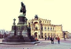 DRESDEN, ALEMANIA - 25 de diciembre de 2012: El monumento a rey Johann de Sajonia es una de las atracciones principales de Dresde Fotos de archivo libres de regalías