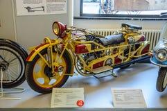 DRESDEN, ALEMANIA - EL AMI 2015: moto Boehmerland - museo largo del transporte del modelo 1927 del viaje en el AMI 25, 2015 en Dr Fotografía de archivo