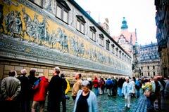 Dresden Alemania: Pared del rstenzug del ¼ de FÃ fotografía de archivo