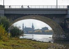 Dresden - Ansicht vom MarienbrÃ-¼ cke zur Stadt lizenzfreies stockfoto