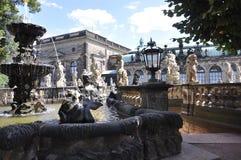 Dresden august 28: Zwinger nymfer badar paviljongspringbrunnen från Dresden i Tyskland Arkivfoton