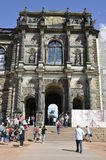 Dresden, 28 augustus: De ingang van het Zwingerpaleis van Dresden in Duitsland Stock Foto's
