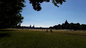 Dresden com rio Elbe Fotos de Stock Royalty Free