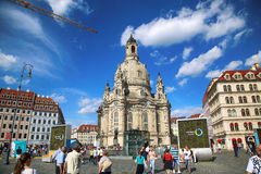 """DRESDEN, DUITSLAND € """"13 AUGUSTUS, 2016: De mensen lopen op Sq Neumarkt Royalty-vrije Stock Fotografie"""