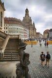 """DRESDEN, DUITSLAND € """"13 AUGUSTUS, 2016: De mensen lopen op Sq Neumarkt Royalty-vrije Stock Foto"""