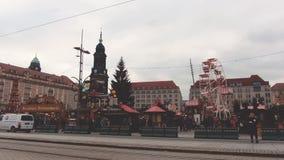 Dresden, Duitsland - December, 2017: Kerstmisvoedsel en Giftmarkt stock video