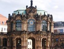 Dresden, edificio y moderno envejecidos Imágenes de archivo libres de regalías