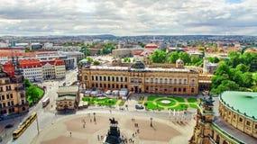 DRESDEN GERMANY-SEPTEMBER 08, 2015: Histoirical mitt av Dresden den gamla staden Dresden har en lång historia som huvudstaden och Arkivfoton