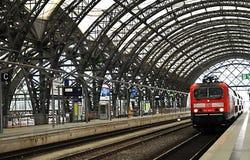 dresden hauptbahnhof platformy pociąg Fotografia Royalty Free