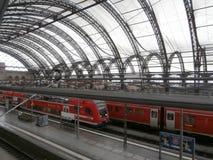Dresden huvudsaklig järnvägsstation, Tyskland Royaltyfri Fotografi
