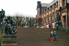Dresden Tyskland, December 19, 2016: Dragningar av Dresden Turist- ställen Vardagsliv i Tyskland Arkivbild