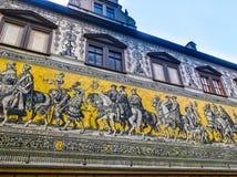Dresden Tyskland - December 31, 2017: Dresden Tyskland Georgentor och processionen av prinsar första av stads`en s Royaltyfria Foton