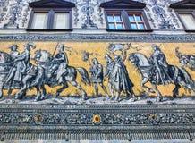 Dresden Tyskland - December 31, 2017: Dresden Tyskland Georgentor och processionen av prinsar första av stads`en s Arkivfoton