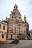 22 01 2018 Dresden, Tyskland - kyrkliga Frauenkirche i det molnigt Royaltyfri Fotografi