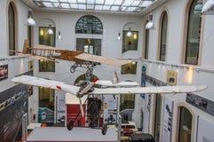 DRESDEN TYSKLAND - MAI 2015: forntida flygmaskin med propell arkivbilder