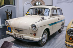 DRESDEN TYSKLAND - MAI 2015: Trabant P 60 stationswagen de Luxe Arkivbilder