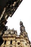 DRESDEN TYSKLAND - MAJ 10: Sikt av katolska kyrkan av den kungliga domstolen av Sachsen Arkivbilder