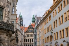 Dresden, Tyskland, mosaikvägg och Frauenkirche arkivfoton