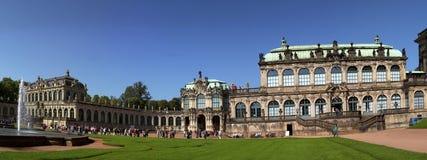 DRESDEN TYSKLAND - SEPTEMBER 17: Zwinger slott, XVIII århundrade - berömd historisk byggnad på September 17, 2014 i Dresden Royaltyfri Fotografi
