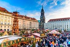 Dresden Tyskland - Striezelmarkt på jul Royaltyfri Fotografi
