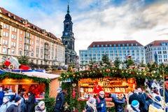 Dresden Tyskland - Striezelmarkt på jul Royaltyfria Foton