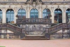 Dresden Zwinger slotttrappa och fasad Arkivbilder