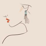 Dress2美丽的妇女佩带的耳环 库存照片