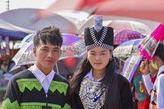 Dressing för Hmong man- och kvinnatradition fotografering för bildbyråer