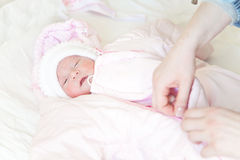 Dressing a newborn baby Royalty Free Stock Photography