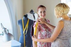 Dressmaker на работе Стоковое Фото