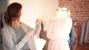 dressmaker акции видеоматериалы