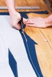 Dressmaking ενδύματα που συμφωνούν με το σχέδιο Στοκ Φωτογραφίες