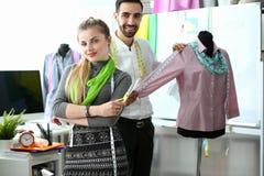 Dressmaking-Exklusiv-einzigartige Kleidungs-Schaffung lizenzfreies stockbild