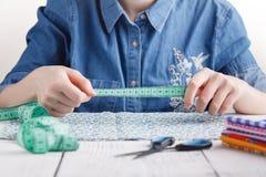 Dressmaking, Kreativität und nähendes Werkstattkonzept lizenzfreie stockfotografie