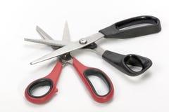 Dressmaking nożyce i Różowić strzyżenia z Barwionymi rękojeściami Zdjęcia Stock