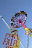 Dreszcz przejażdżki i wierzchołek Teksas wierza przy jarmarku parkiem zdjęcia royalty free