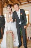 drev följer spikar nygift persontradition Arkivbild